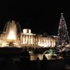 トラファルガースクエアとナショナルギャラリーとクリスマスツリー